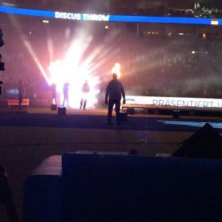 12.000 Zuschauer feiern Diskuswerfer Robert Harting beim Auftakt zu seiner letzten Saison.